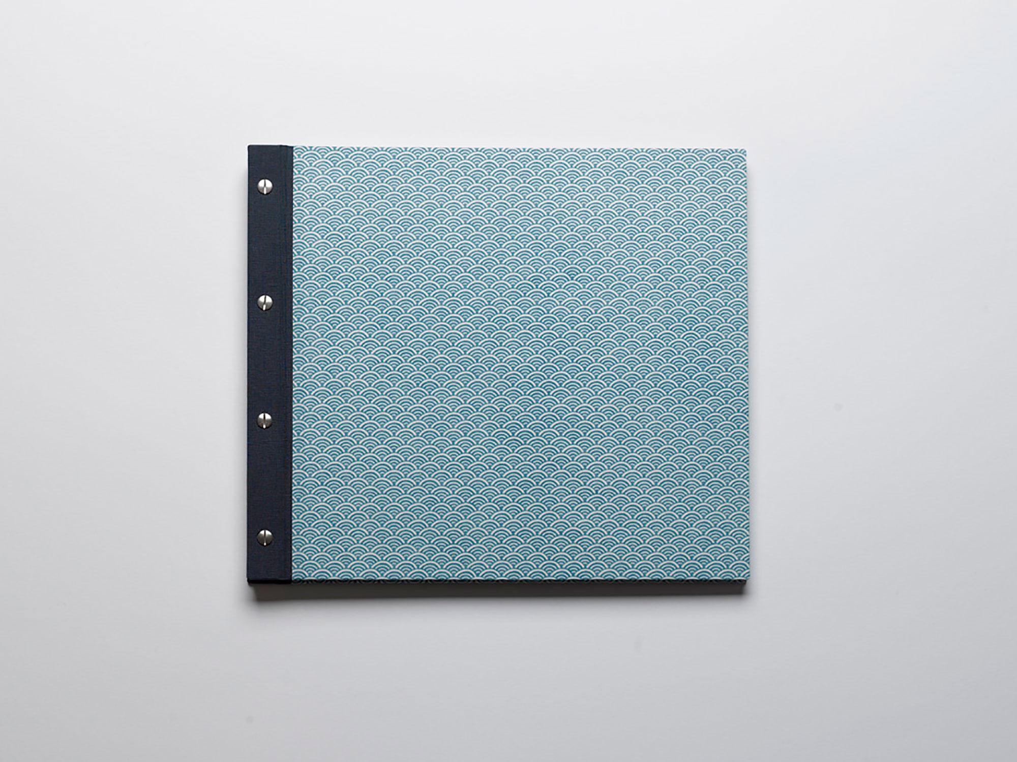 Fotoalbum, eingebunden in Chiyogami-Papier